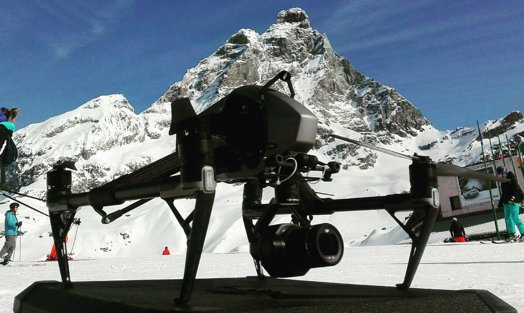 Noleggio droni per riprese aeree con operatore video